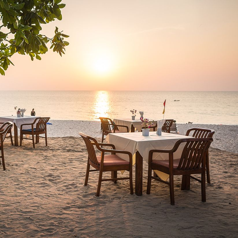 dining-tables-on-beach
