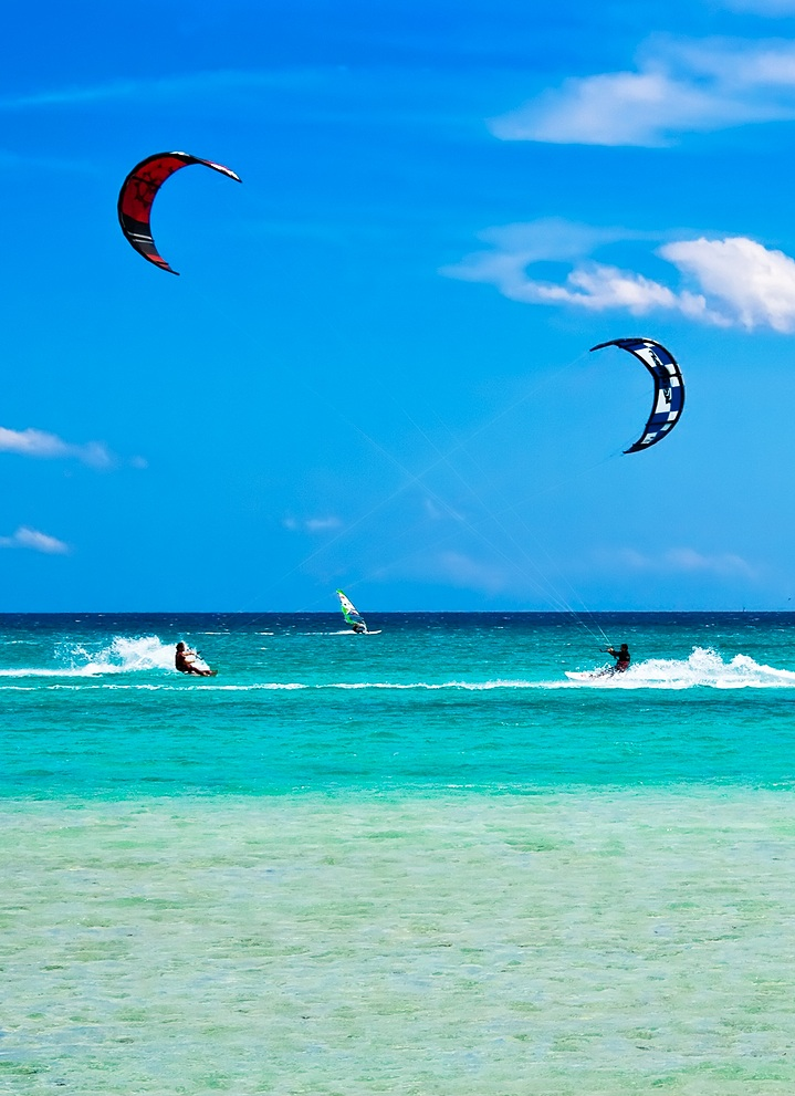 kite surfing in roatan